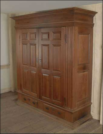 Colonial sense antiques auction results october 2010 for Kolonial schrank