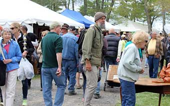 Brimfield Antique Market - The crowds showing enthusiasm at Brimfield.