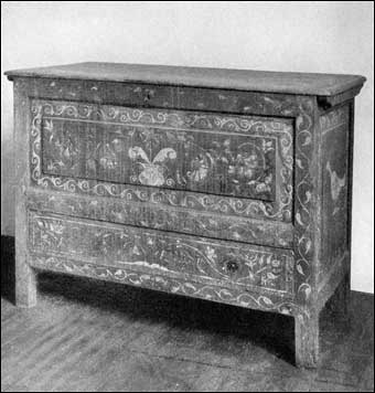 Connecticut Furniture - Painted chest with one drawer, This chest belonged to Esther, daughter of Captain Daniel Hand of East Guilford (now Madison), who married Wyllys Munger in 1787, ca. 1710-1720