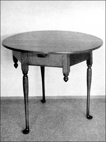 Connecticut Furniture - Cherry circular table on three straight turned legs, pad feet, with unusual feature of three drops between the legs, ca. 1710-1720