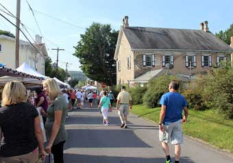 New Berlin Antiques, Arts and Crafts Show - The crowd along the Plum Street. Notice the old stone house in the background.